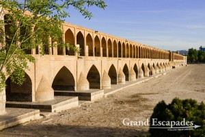 Allahverdi Khan Bridge, also known Se-o-Se Pol, Esfahan, during the day, with the dried Zayandeh River, Esfahan, Iran