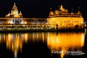 """Harmandir Sahib or Darbar Sahib, also referred to as the """"Golden Temple"""", a prominent Sikh Gurdwara or Sikh temple, at night, Amritsar, Punjab, India"""