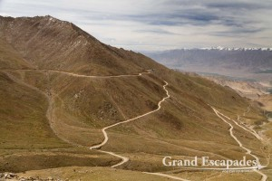 Road from Leh to Khardung La, the highest motorable road in the world at 5.602 meters, Ladakh, India