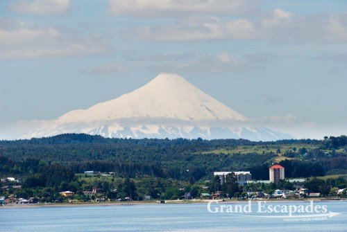 Cruise from Puerto Montt to Puerto Natales, Patagonia, Chile - We started from Puerto Montt around 04:00 pm in bright sunshine and no wind. We could hardly believe our luck, since fog, strong winds, rain or even snow and icy temperatures are the more likely weather conditions in the area.