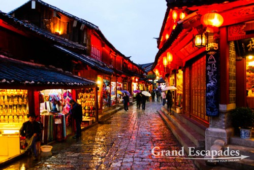 Cobble-stone streets lined with traditional Naxi architecture in the Old Town of Lijiang, Yunnan's number one tourist destination, China
