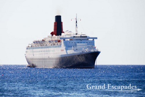 Queen Elisabeth with 1.800 passengers arriving in Rapa Nui or Easter Island, Pacific